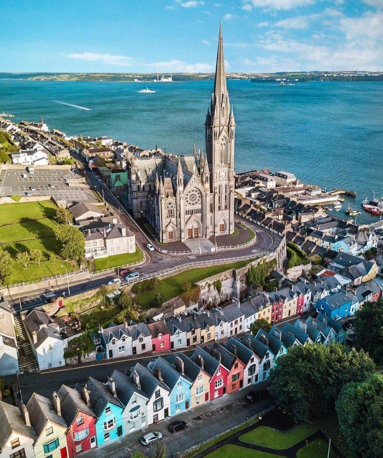 Cobh catedral pasos de viajera