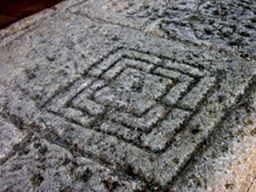 Fuentiduena juego iglesia de san miguel - pasos de viajera - brujulea